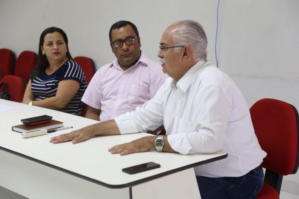 Rogério Teófilo reafirma compromisso com a educação durante reunião do Conselho