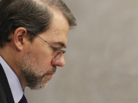 Toffoli concede liminar que garante a senador cassado o direito de disputar eleições