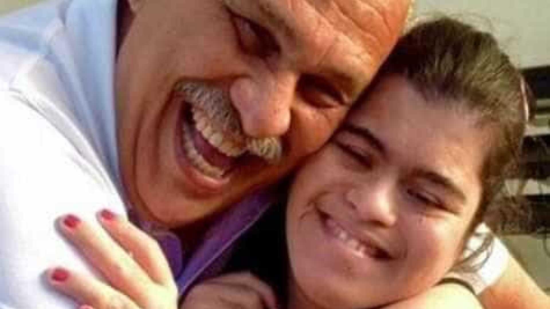 Márcio Canuto posta foto ao lado da filha de 33 anos com Down