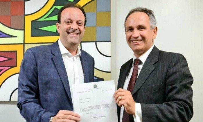 Presidente do INSS é demitido após contratar por R$ 8,8 milhões empresa de informática com sede em depósito de bebida