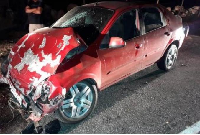 Batida entre carros deixa seis pessoas feridas em Delmiro Gouveia
