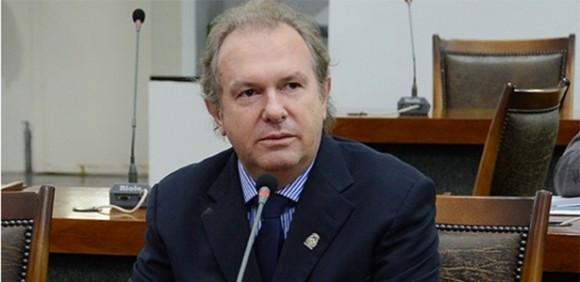 Carlesse é eleito governador para mandato-tampão no Tocantins