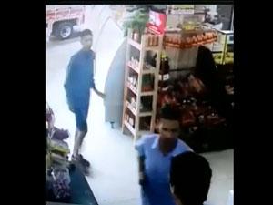 VÍDEOS: Criminosos armados invadem mercadinho e roubam clientes e funcionários