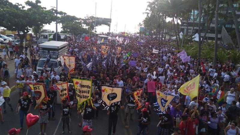 Alagoanos fazem manifestação em Maceió contra Bolsonaro