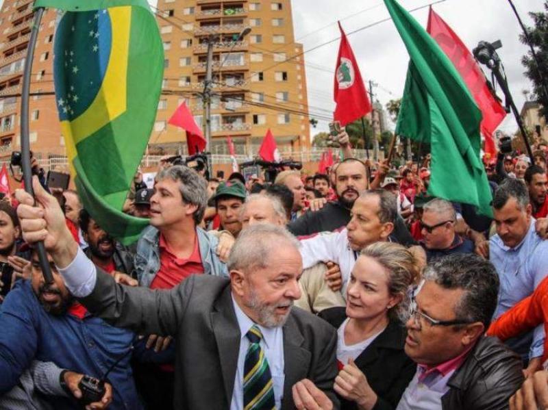 Magno Malta posta foto falsa que liga esfaqueador de Bolsonaro a Lula e PT
