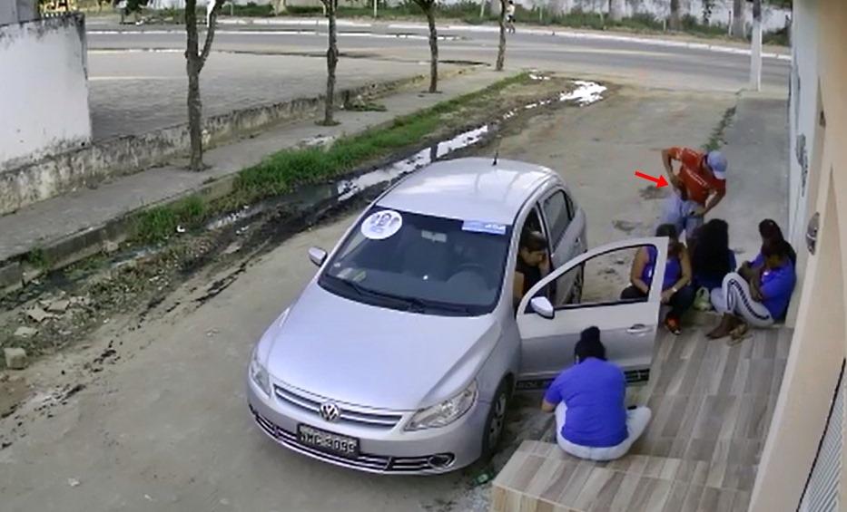 POLÍCIA  Câmera de segurança flagra homem cometendo assalto na parte alta de São Miguel dos Campos