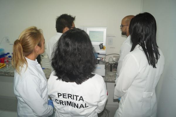INOVAÇÃO Novo aparelho para exames de DNA facilita conservação de perfis genéticos
