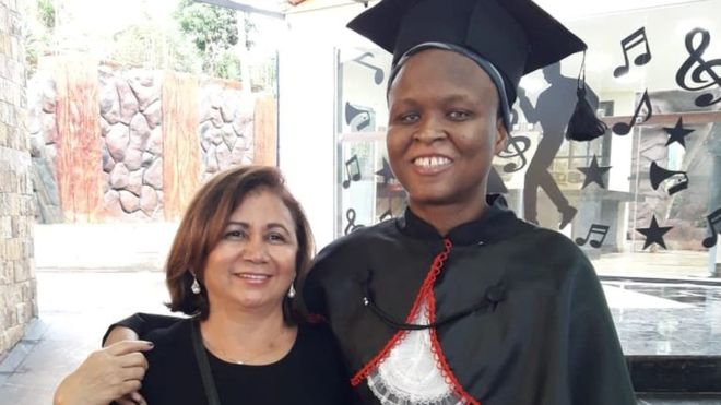 Cega que sobreviveu a '2 terremotos' no Haiti é aprovada na OAB, quer se naturalizar brasileira e virar juíza