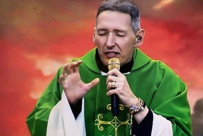 Padre Marcelo Rossi diz que nasceu de novo após empurrão e fala em 'raiva do demônio'
