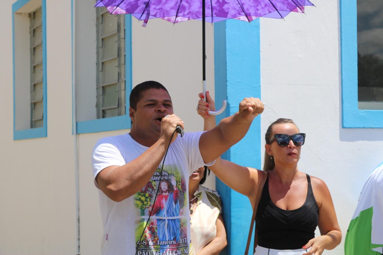 Calote: Vídeo: Rei Momo protesta na porta de Prefeitura por falta de pagamento
