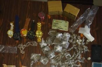 SERTÃO:Adolescente é apreendida com drogas, jóias e relógios