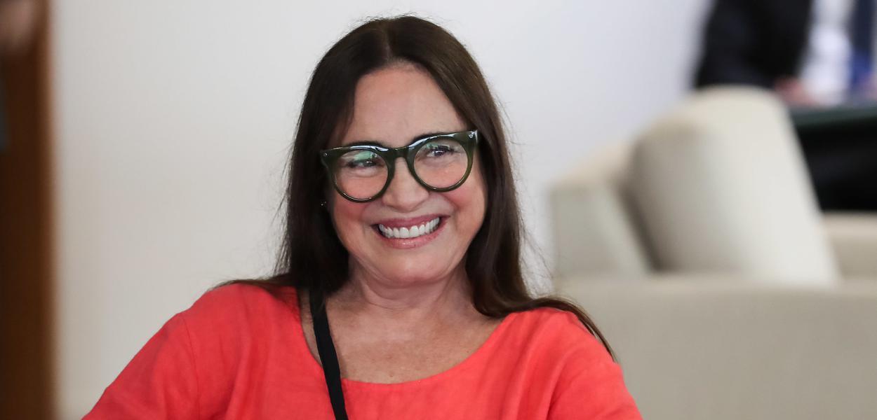 """Regina Duarte tenta regularizar mansão no Alphaville alegando """"usucapião"""""""