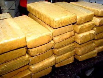 Policia Militar apreende 10 Kg de maconha e cocaína em Maceió