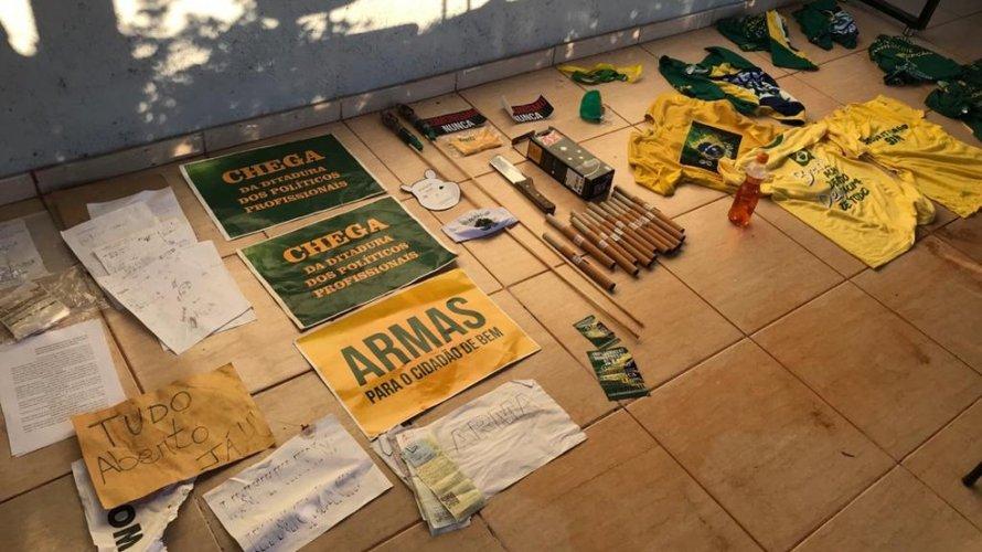 Polícia realiza operação contra grupo extremista apoiador de Bolsonaro