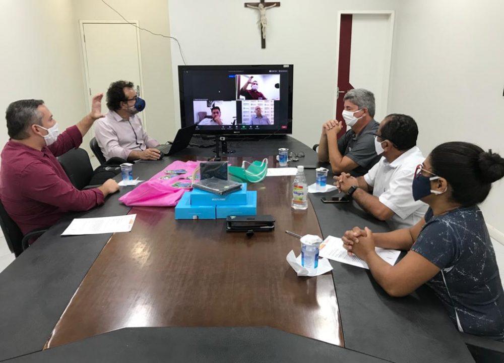 PREFEITO ROGÉRIO TEÓFILO ENTREGA TABLETS PARA OS AGENTES COMUNITÁRIOS DE SAÚDE