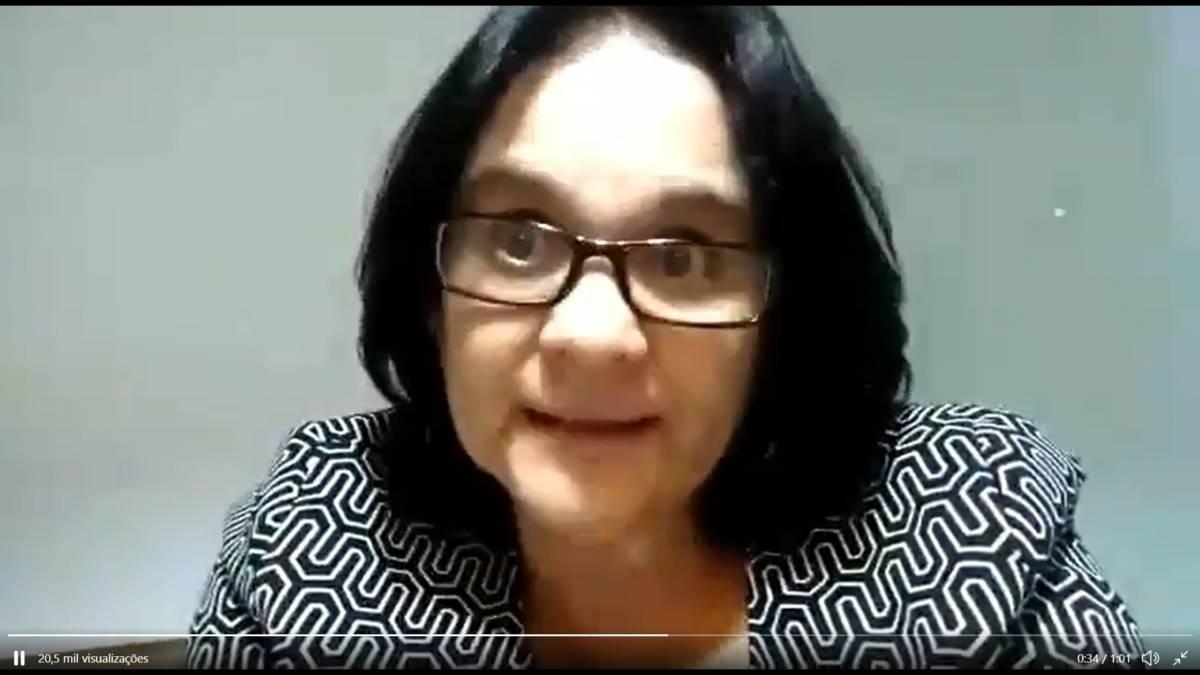 """Damares publica vídeo na madrugada sobre jornalista que desejou morte de Bolsonaro: """"Torço para que ele se arrependa"""""""