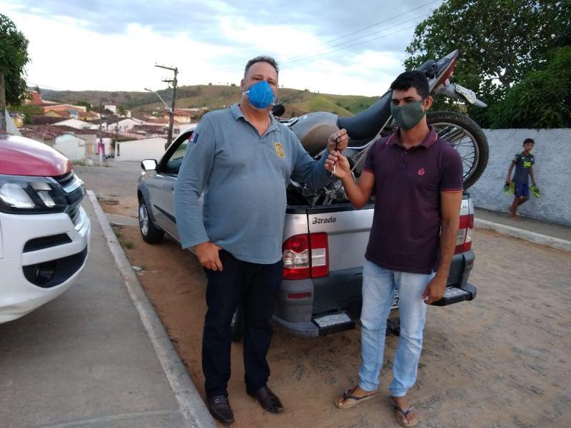 8 anos depois, Polícia Civil de São José da Laje recupera moto roubada e localiza dono