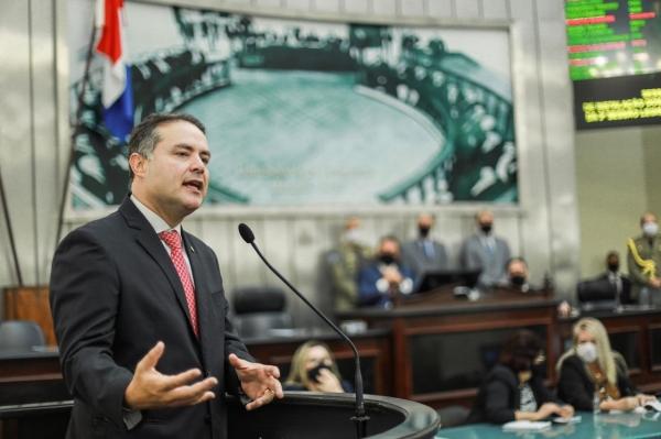 NA ASSEMBLEIA Governador anuncia revisão de contribuição previdenciária de servidores estaduais