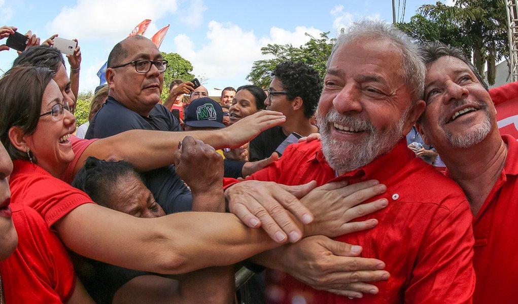 Lula dispara e encosta em Bolsonaro no primeiro turno, revela pesquisa XP/Ipespe