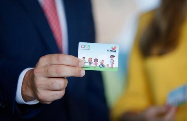 AUXÍLIO FINANCEIRO Governador anuncia para este mês pagamento do Cartão CRIA a 16.700 famílias alagoanas