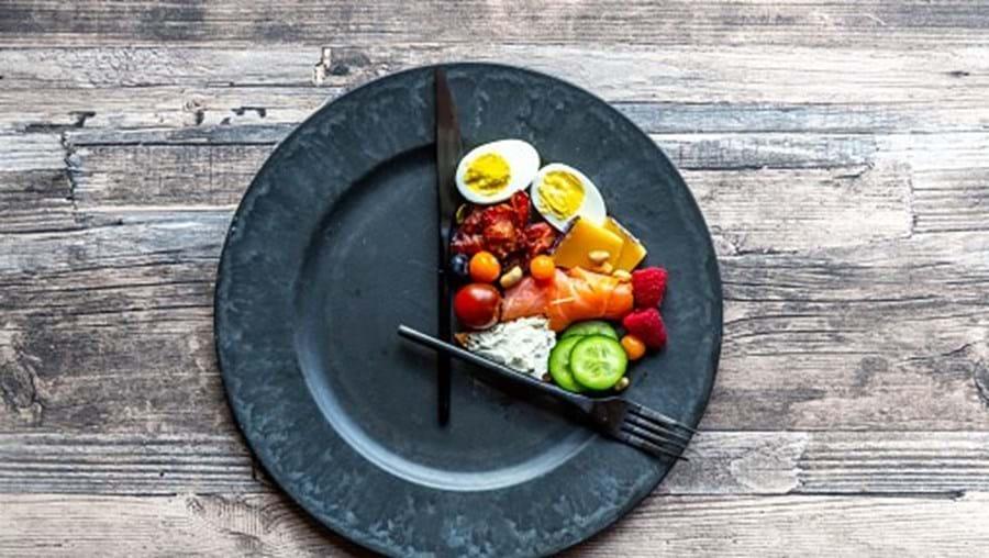 Jejum intermitente eficaz para perder massa gorda e aumentar rendimento físico, revela estudo