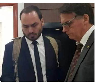 """Carlos Bolsonaro retoma controle da comunicação da Presidência e reativa """"gabinete do ódio"""""""