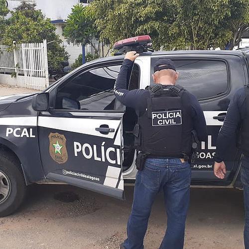 Ao cumprir mandado de prisão, policiais civis socorrem acusado que havia acabado de se enforcar
