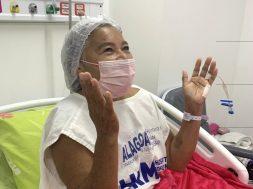 Dona-Ivanilda-de-Freitas-agradece-a-Deus-por-ter-conseguido-reconstituir-a-mama_FOTO_Carla-Cleto-1-929×1024
