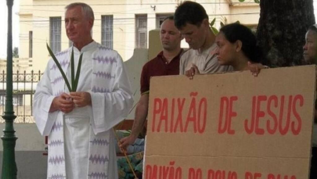 """""""Ele vai contra o ensinamento de Cristo"""", diz padre ameaçado sobre Bolsonaro"""