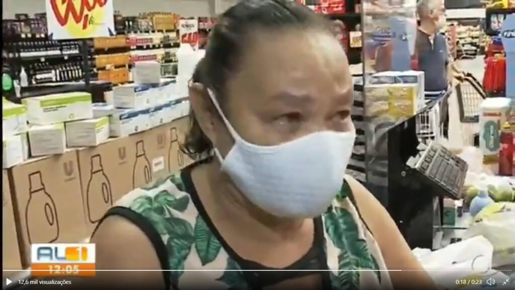 VÍDEO: Mulher chora em supermercado ao comentar preços em Maceió e comove internet