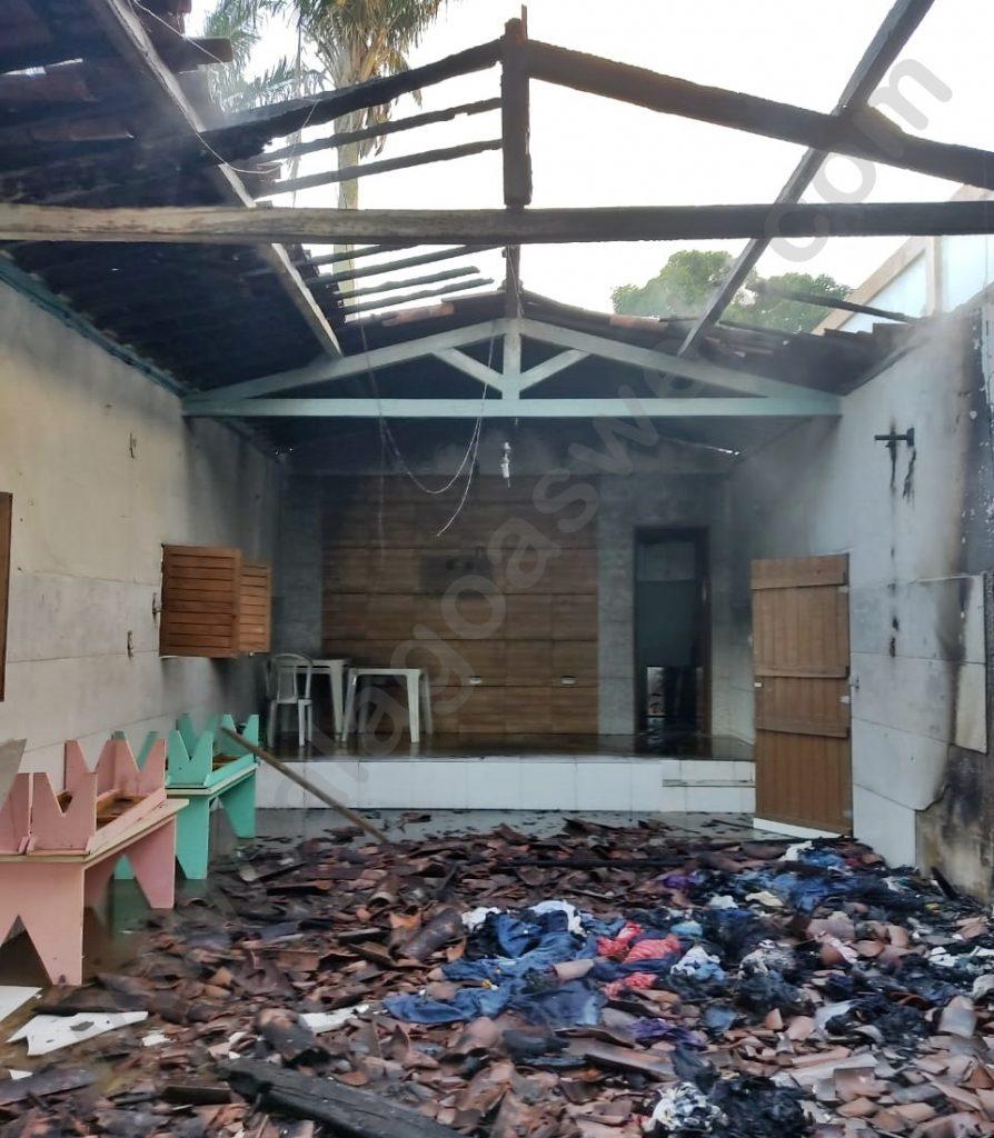 Incêndio destrói templo da Assembleia de Deus na Zona Rural de São Miguel dos Campos