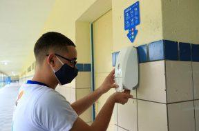 volta-as-aulas-distanciamento-social-uso-de-mascaras-e-higienizacao-farao-parte-da-nova-rotina-estudantil