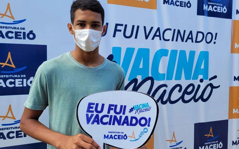 Maceió anuncia vacinação de adolescentes com 12 anos; confira calendário